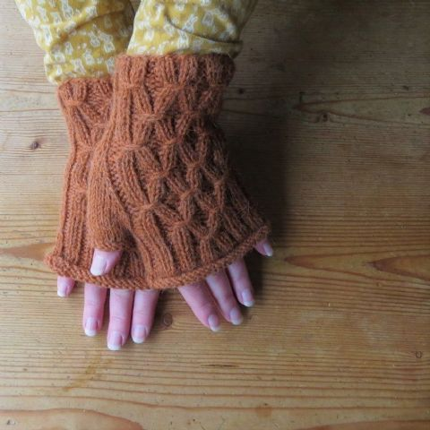 SMOCKED MITTS knitting kit